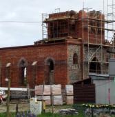 Budowa kościoła w Chominie