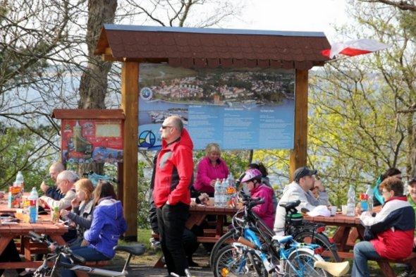 Rajd rowerowy do Głazu Królewskiego z okazji Święta Flagi