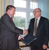 Podpisano umowę na budowę mikroinstalacji prosumenckich w Gminie Świerzno.