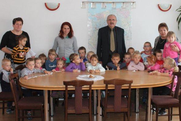 Dzieci z przedszkola w Stuchowie odwiedziły Urząd Gminy