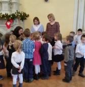Dzieci z przedszkola w Świerznie odwiedziły podopiecznych Domu Pomocy Społecznej w Śniatowie.