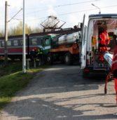 Zderzenie samochodu ciężarowego z pociągiem