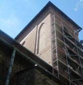 Remont części wieży kamieńskiej Katedry nabiera tempa