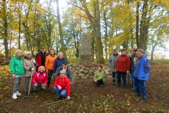 Porządkowanie poniemieckiego cmentarza w Grabowie