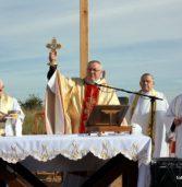 Msza święta Odpustowa i poświęcenie Krzyża w miejscu przyszłej budowy kościoła na kamieńskim Osiedlu Chopina