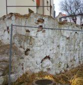 Mur straszydło straszył i straszyć będzie…