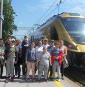 """""""Złoty pociąg"""" odwiedził Kamień Pomorski, wzbudzając ogromne zainteresowanie"""
