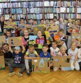 """""""Pomaganie jest fajne"""", czyli spotkania literacko-plastyczne w międzyzdrojskiej bibliotece"""