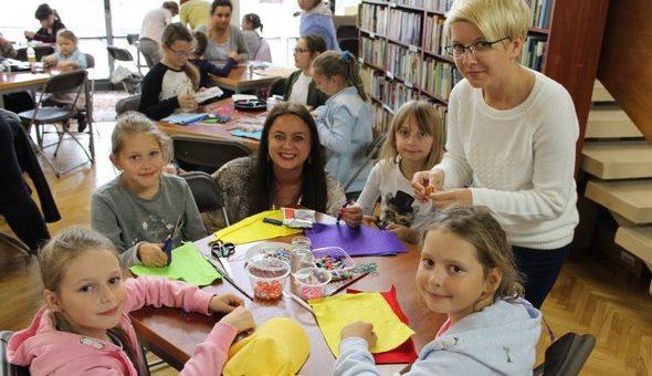 """""""Zabawa w Jubilera"""" – warsztaty w międzyzdrojskiej Bibliotece i Szkole Podstawowej w Wapnicy"""