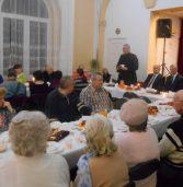 Burmistrz Kamienia Pomorskiego gościł samotnych i bezdomnych na spotkaniu opłatkowo – wigilijnym