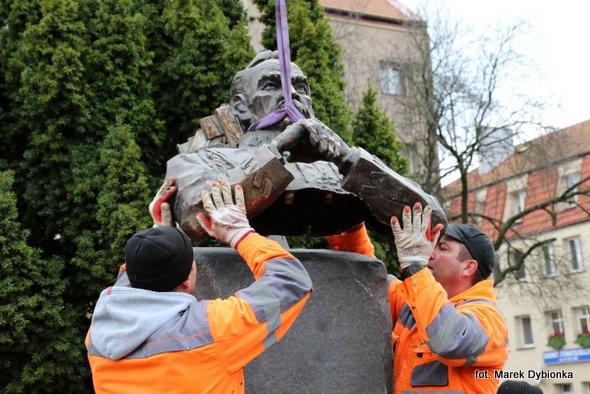 Pomnik Marszałka Piłsudskiego jest już na swoim miejscu