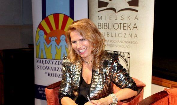 """""""Inteligentnie o kuchni, książkach i muzyce"""", czyli wieczór autorski z Anną Jurksztowicz"""