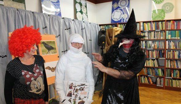 Halloween nie takie straszne, czyli warsztaty w międzyzdrojskiej bibliotece