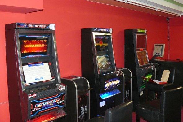 Gry na automatach poza kasynami i salonami gier są nielegalne – nie udostępniaj swojego lokalu!