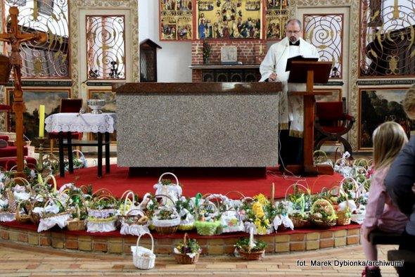 Obrzęd błogosławieństwa pokarmów na stół wielkanocny