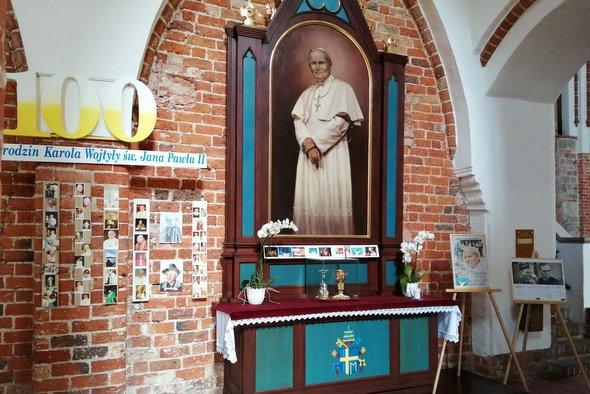 100. rocznica urodzin kardynała Karola Wojtyły, a potem Papieża Jana Pawła II,Honorowego Obywatela Kamienia Pomorskiego