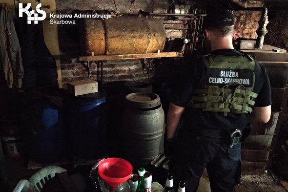 Nielegalna bimbrownia i susz tytoniowy ujawnione w powiecie sławieńskim