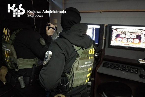 Nielegalny salon gier zamiast sklepu z grami komputerowymi w Kołobrzegu