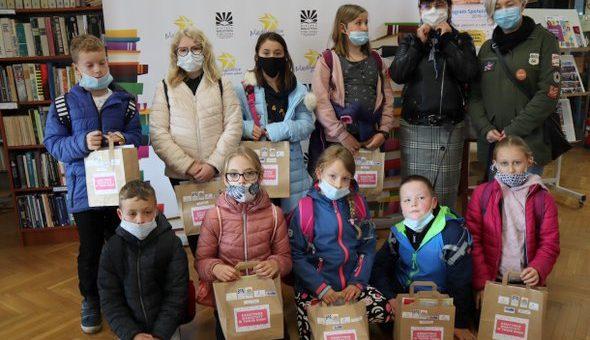 """II akcja wydawania pakietów plastycznych w ramach """"Kreatywnych warsztatów w Twoim domu"""" za nami!"""
